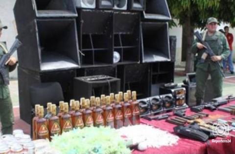En la foto de archivo se observa a la GNB custodiando el producto de una requisa de drogas armas, hasta minitecas en la cárcel de Sabaneta.