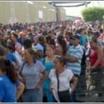 *Descomunal cola de cientos de marabinosen Bicentenario de Centro Sur