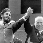 Nikita Kruschev, jefe del Kremlin,  y  el sumisó dictador cubano Fidel Castro.