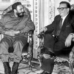 En noviembre 1971, Fidel Castro visitó a Allende en Chile y permaneció allí por mas de veintiún días.