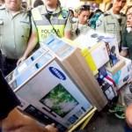 La radio y la televisión de Venezuela evitan mostrar imágenes de los saqueos en las tiendas de electrodomésticos para evitar sanciones del Gobierno.