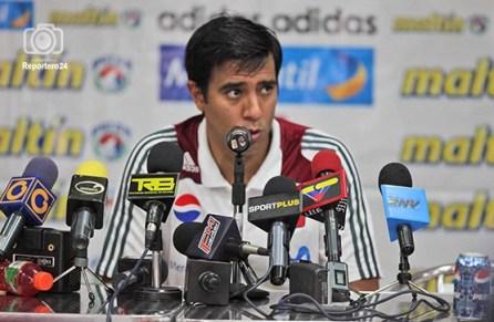 Farías en problemas legales con la federación Venezolana de fútbol, presión ejercida por el oficialismo ante la FIFA lo obliga a regresar. EFE