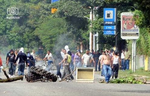 """Base Aragua fue una """"zona de combate"""" . Las manifestaciones y movilizaciones civiles se intensifican en Maracay, durante la tarde y noche de estos ocho días de protestas."""