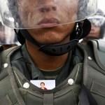 El gobernador del estado Aragua, Tareck El Aissami confirmó este lunes en la mañana el fallecimiento del capitán de la GBN José  Guillén Araque al recibir un tiro en la cabeza durante la dispersión de una manifestación en la noche del domingo en Maracay.
