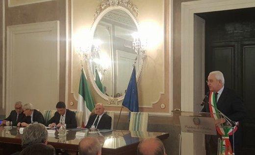 La venuta di Renzi ad Avellino, solito rituale di promesse ed impegni.