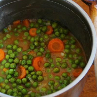 Mancare de mazare cu morcovi