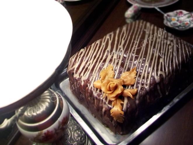 tort mousse ciocolata alba si visine, reteta tort ciocolata visine