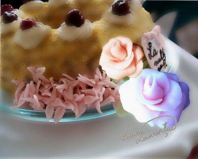 Decoratiuni florale pentru torturi