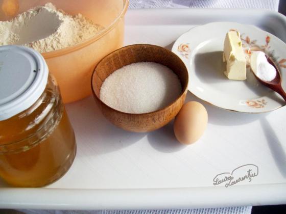 prajitura cu miere de albine 002
