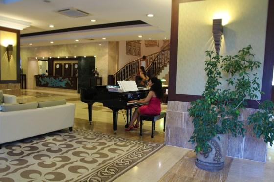 piano bar hotel papillon ayscha lobby