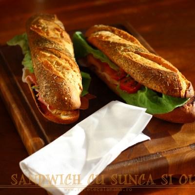 Sandwich cu sunca si ou