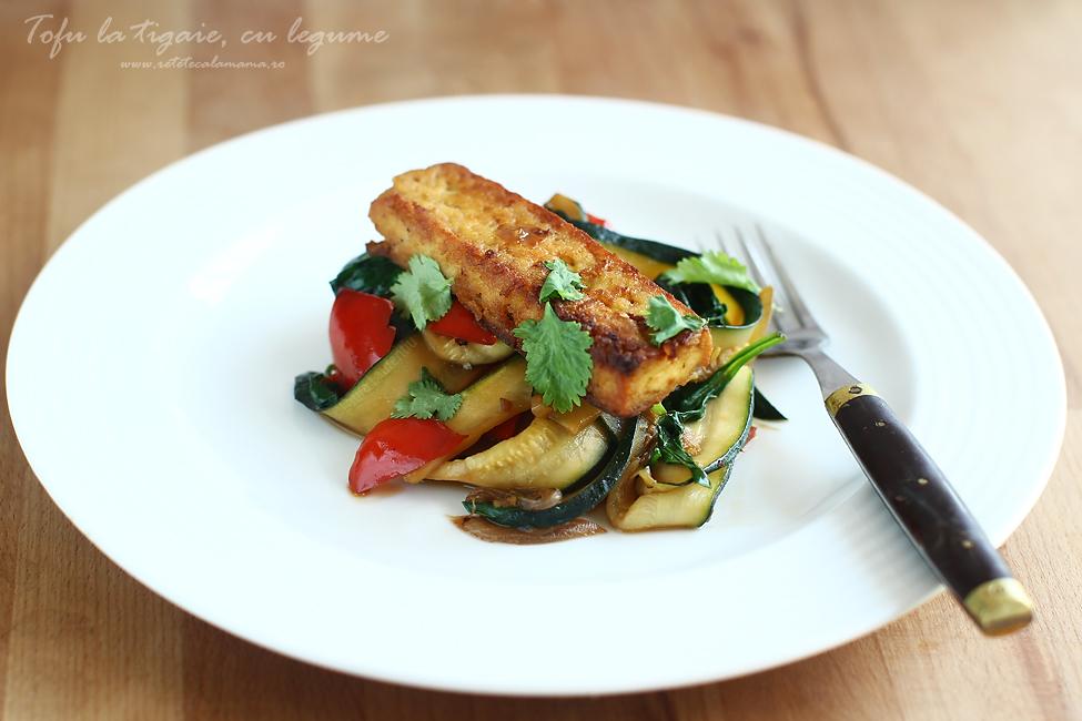 Tofu la tigaie cu legume de vara, reteta cu tofu si legume 1