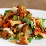 Salată caldă de gălbiori cu praz și porumb copt