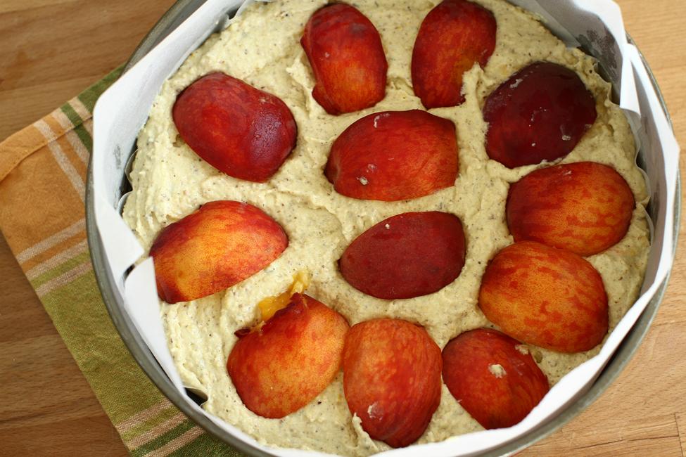 prajitura fara faina cu piersici si lavanda, reteta prajitura cu piersici, nuci si migdale, pregatita de cuptor