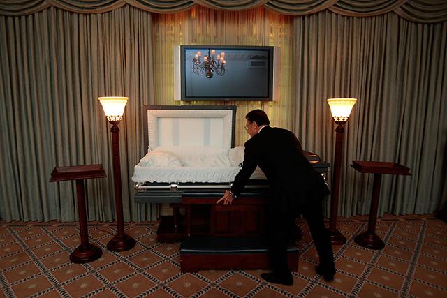 Mortuary field, funeral directing grows in number \u2013 Las Vegas Review - mortician job description