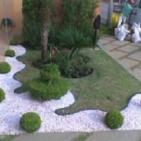 Jardim com pedras brancas fica bem em toda casa