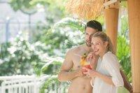 Wellness oase essen  Schwimmbad und Saunen