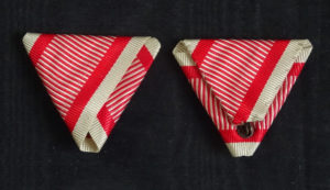 #AU050 – Austrian War ribbon type 1. (lighter red stripes)