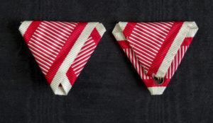 #AU051 - Austrian War ribbon type 2. (dark red stripes)