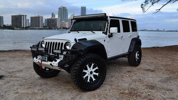 rides-mc-customs-anibal-sanchez-jeep-wrangler-rubicon-white-miami