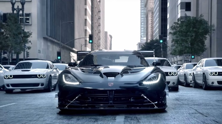 2016-viper-acr-trolls-corvette-in-dodges-brilliant-star-wars-the-force-awakens-ad-video-102517_1
