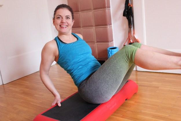 Trainieren mit dem Step-Bench_Sit-ups