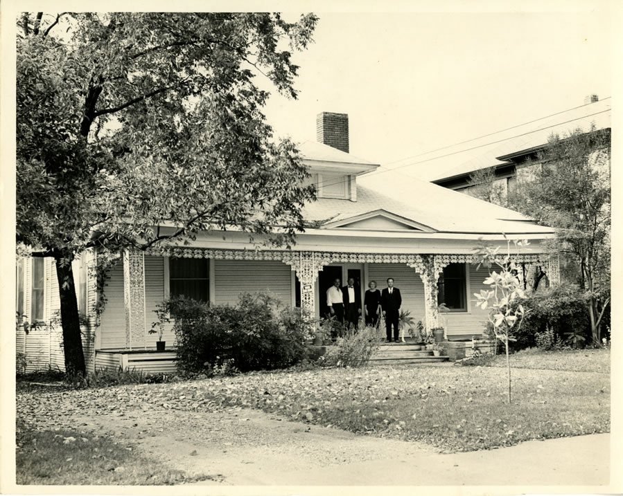 Home of Mary Bledsoe at 621 N Marsalis Avenue in Dallas