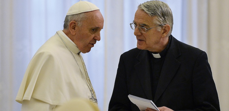 Pope Francis talks with father Federico Lombardi (R) at the end of a private audience with Madagascar President Andry Nirina Rajoelina at the Vatican April 26, 2013.  REUTERS/Vincenzo Pinto/Pool (VATICAN - Tags: RELIGION POLITICS) - RTXZ0UY