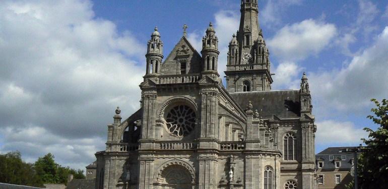 Basilique_Sainte-Anne_d'Auray_(extérieur)