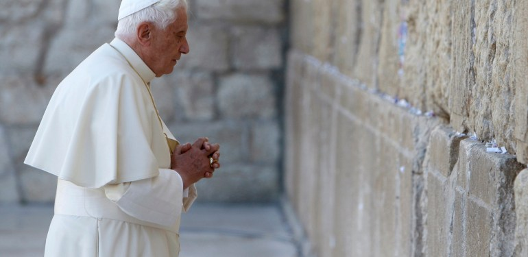 Pope Benedict XVI visits the Western Wall, Judaism's holiest prayer site, in Jerusalem's Old City May 12, 2009. Pope Benedict visited holy sites in Jerusalem at the heart of the Israeli-Palestinian conflict on Tuesday as part of a pilgrimage marred by Jewish disappointment over his remarks on the Holocaust. REUTERS/Ronen Zvulun (JERUSALEM RELIGION POLITICS)