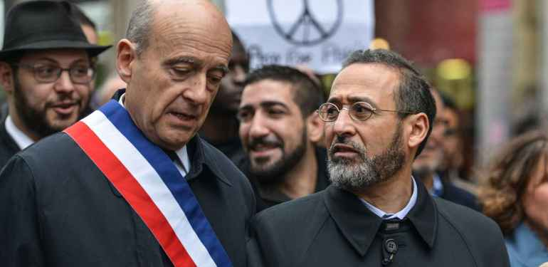 2048x1536-fit_french-imam-of-bordeaux-s-mosque-tareq-oubrou-and-mayor-of-bordeaux-alain-juppe-attend-a-gathering
