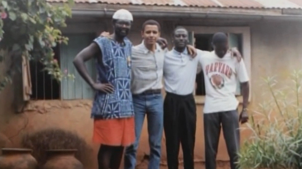 10 Pictures of a 26 Year old Obama Connecting with his ...