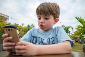 Kids smartphones settings privacy location