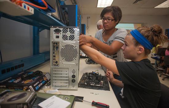 RIT/NTID hosts summer STEM camp for deaf, hard-of-hearing middle