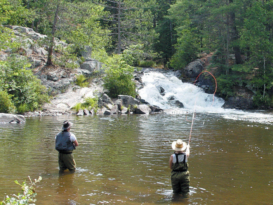 Crivitz wisconsin area riverview condo vacation rentals for Fly fishing wisconsin