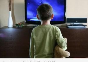 مشاهدة التلفزيون يجعل الأطفال يعانون من السمنة المفرطة