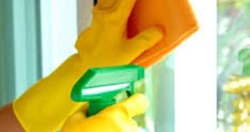 4 حيل لتنظيف زجاج النوافذ بمواد طبيعية