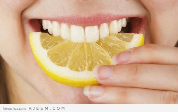 وصفة عصير الليمون لتبييض الأسنان