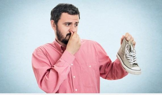 3 طرق سهلة للتخلص من رائحة الأقدام الكريهة