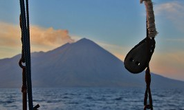 indonesia-cruising-smoking-volcano