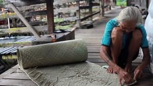Danau dayak weaving, Kalimantan, Indonesia