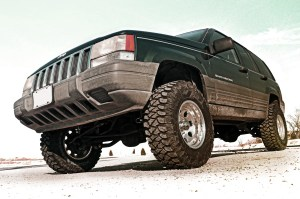 "2010 12 RoughCountryJeepZJ4 1 300x199 Rough Country's New 4"" Jeep ZJ Kit Offers More Parts for Less"