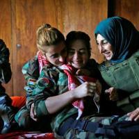خوشحالی پیشمرگان در عملیات ازاد سازی شهر موصل توسط پیشمرگان كوردستان