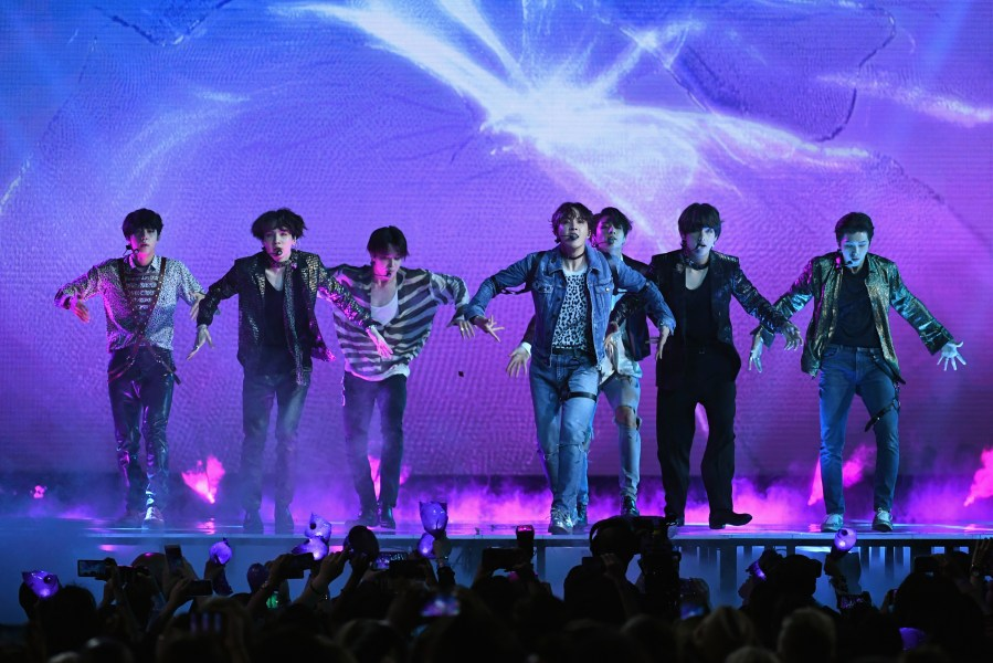 BBMAs: See BTS\u0027 Angst-Ridden Performance of New Song \u0027Fake Love\u0027