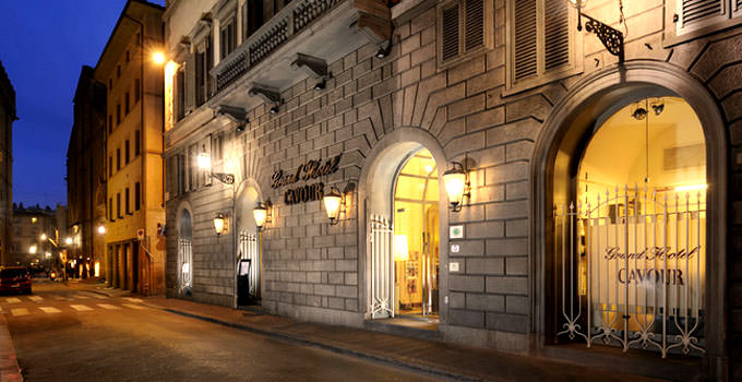 Top hotels in florence for honeymoon list of best luxury for Grand hotel cavour