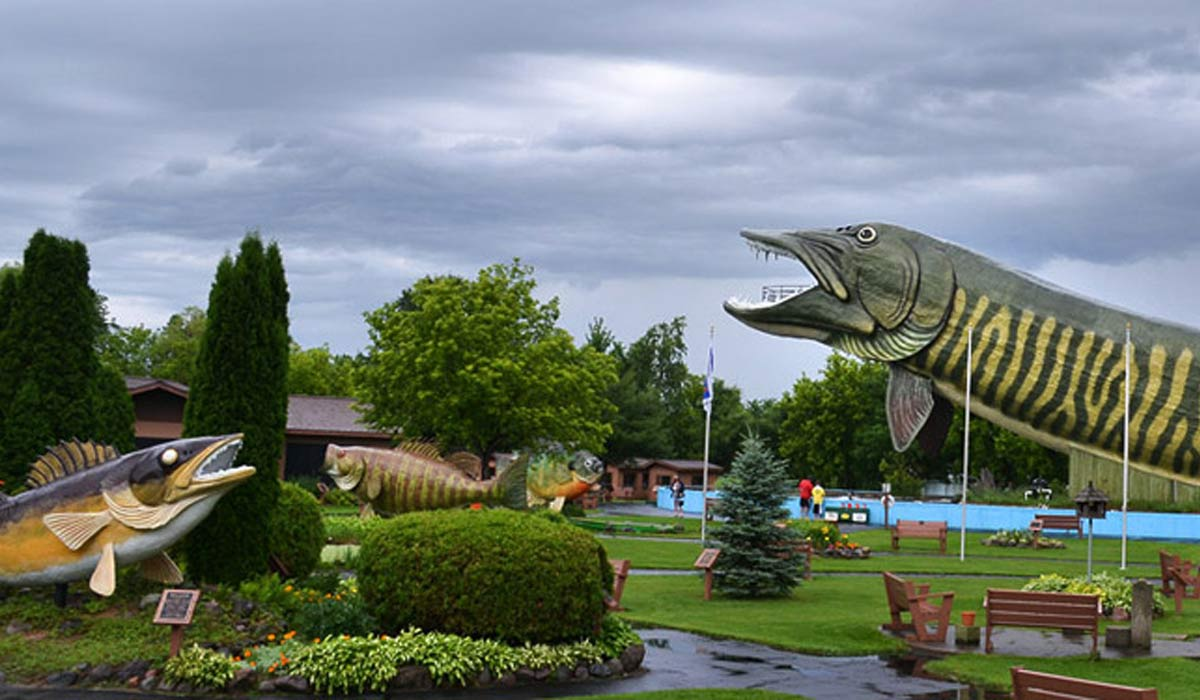 8 top weekend getaways destinations from chicago for Freshwater fishing hall of fame
