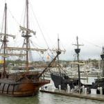 El Galeon & pirate ship