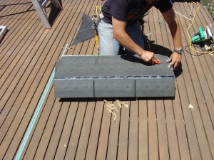 Cutting the starter course - the first course on the roof