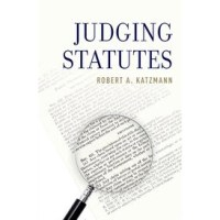 judging-statues