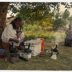 Lalibela: an Ethiopian woman and her daughter sell coffee in the shade of a tree